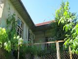 Двуетажна къща с двор само на 18 км от Велико Търново