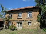 Двуетажна къща само на 15 мин от Велико Търново