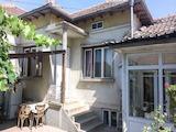 Селска двуетажна къща на 35 км от Велико Търново