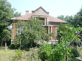 Масивна едноетажна къща с постройки и гараж до Видин