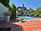 Красива и практична къща с басейн на тиха и спокойна локация, в.з. Американски колеж