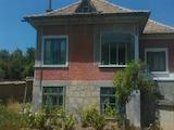Двуетажна къща с гараж и лозе на 50  км от град Русе