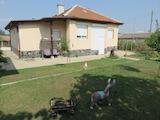 Ремонтирана къща с двор, барбекю и спокойна локация