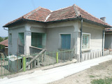 Масивна двуетажна къща с гараж до река Дунав