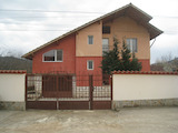 Двуетажна къща с двор в спокойния град Правец