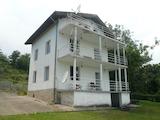 Голяма триетажна къща с двор на 15 км от Видин