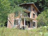 Триетажна къща в живописен район на 30 км от София