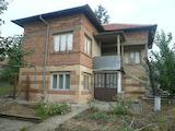 Масивна къща със стопански постройки край Видин