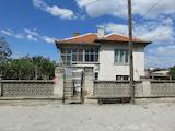 Къща с голям двор на 10 км от Пловдив