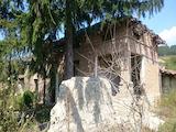 Селски имот с голям двор на 55 км от Велико Търново