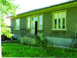 Двуетажна къща в село на 7 км от Велико Търново