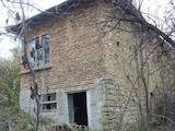 Тухлена къща с голям двор на 10 км. от град Попово