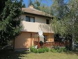 Реновирана двуетажна къща във вилна зона Мечката