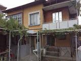 Голяма къща с двор в град на 13 км от В.Търново