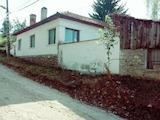 Едноетажна къща с басейн  в село на 25 км от Велико Търново