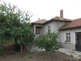 Едноетажна къща с двор на главен път Пловдив-Турция в Първомай