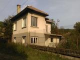 Двуетажна къща  с двор на 55 км от Велико Търново