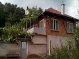 Двуетажна къща с двор в село, само  на 7км. от Габрово