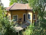 Едноетажна къща в подножието на Средна Гора