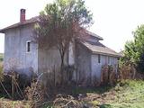 Стопански постройки в село на 50 км от Велико Търново