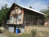 Двуетажна вила с гараж в област Перник
