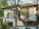 Селска къща с гараж в  много добре развито село  на 25 км от Велико Търново