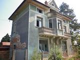 Триетажна къща с двор, гараж и тиха локация в област Враца