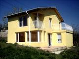 Двуетажна къща близо до центъра на Варна