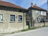 Едноетажна  къща с двор в планински град на 40 км от В. Търново