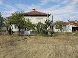 Двуетажна къща с двор и гараж на 8 км от Пловдив