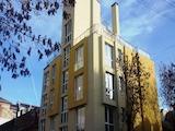 Тристаен апартамент на шпакловка и замазка до Лъвов мост