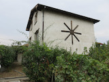 Двуетажна къща с двор до Пазарджик