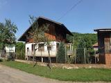 Масивна вила на три нива  разположена в Троянския Балкан