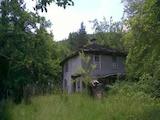 Стара къща с двор  само  на 15 км от гр. Севлиево