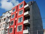Тристаен апартамент на шпакловка и замазка в широк център
