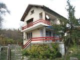 Двуетажна къща с тиха локация близо до София и Перник