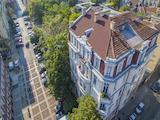 "Тристаен апартамент в сграда Паметник на културата, до театър ""Иван Вазов"""