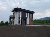 Луксозна еднофамилна къща с двор и красива гледка до Пловдив