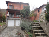 Еднофамилна къща с двор в район с добра инфраструктура до Пловдив