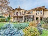 Еднофамилна къща с изключителна ландшафтна архитектура,разположена в полите на Витоша