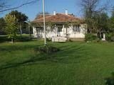 Едноетажна къща с градина  в село на 18 км от Велико Търново