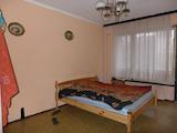 Просторен двустаен апартамент в кв. Света Троица