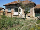 Обзаведена едноетажна къща  с гараж   на 50 км от В.Търново