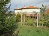 Реставрирана къща с двор до Карлово