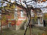 Двуетажна къща в отлично състояние в близост до Пазарджик