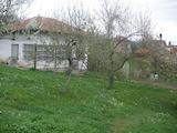Селски  имот с двор  , само на 100 км от София , до язовир