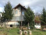 Кокетна вила с гараж в село само на 37 км от гр. В.Търново