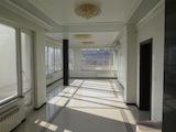 Луксозeн четиристаен апартамент в спокоен столичен квартал