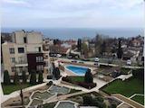 Тристаен апартамент с гледка към басейн и море