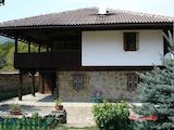 Aвтентична Възрожденска къща  с двор,  на 10 км от гр. Елена